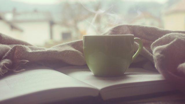 Grüne Tasse Auf Buch